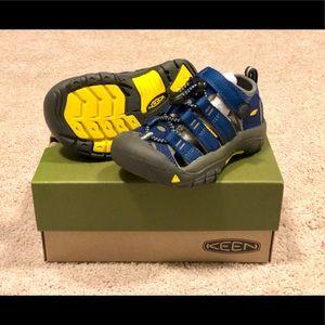 NWT Keen Newport H2 Sandals - size US 9